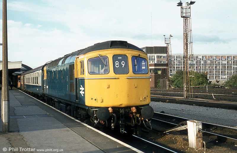 33042 at Bristol Temple Meads with a Portsmouth Harbour service on 4th October 1980.