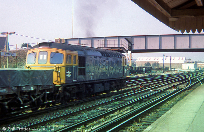 33108 heads a freight through Eastleigh on 29th August 1975.