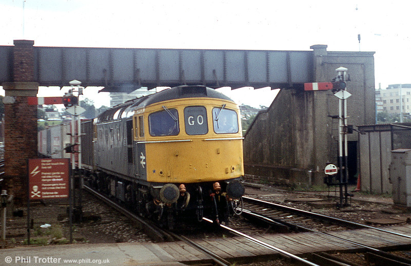 A class 33 hauled intermodal nears its journey's end at Southampton Central.
