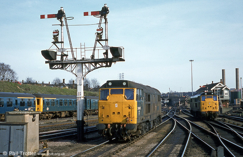The old order at Norwich, with 31410 to the fore on 28th March, 1981. For several years, class 31s were in charge of Birmingham to Norwich services. 31410 lives on and is privatel preserved at Kirby Stephen.
