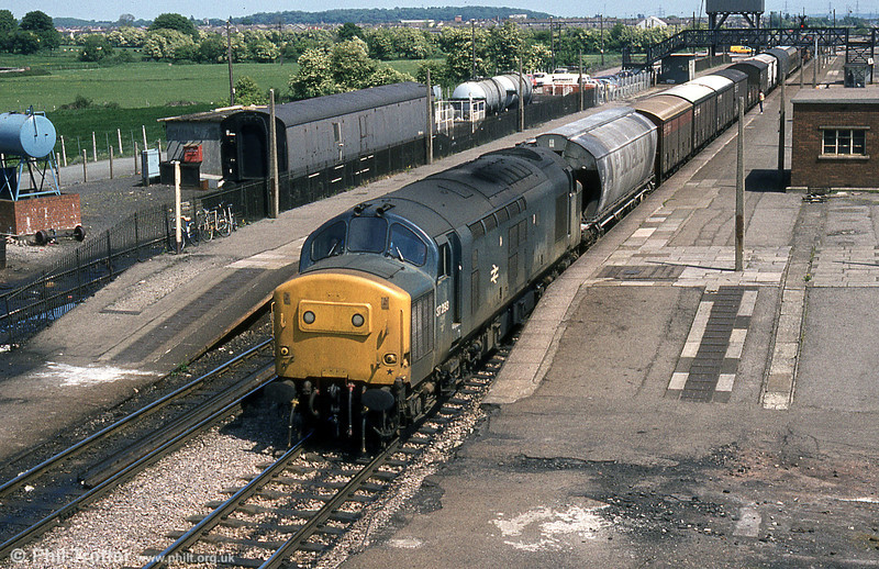 37293 at Severn Tunnel Junction in June 1984. The Severn Tunnel emergency train is stabled in the siding behind the platform. From 1924 to 1966 Severn Tunnel Junction was the terminus of a car transport service through the tunnel to Pilning which was discontinued with the opening of the Severn Bridge in 1966.