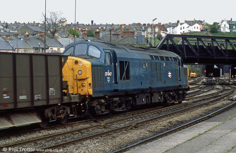 37047 heads west through Newport in 1981. 37047 ended its days at EMR Kingsbury in May 2008.