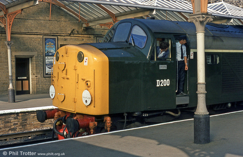 40122 (D200) on a Carlisle - Leeds working at Skipton in August 1983.