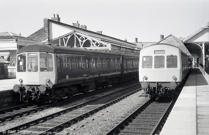When Aberystwyth had more than one main line platform... A Park Royal class 103 and Metro-Cammell class 101 at the resort in the early 1980s.