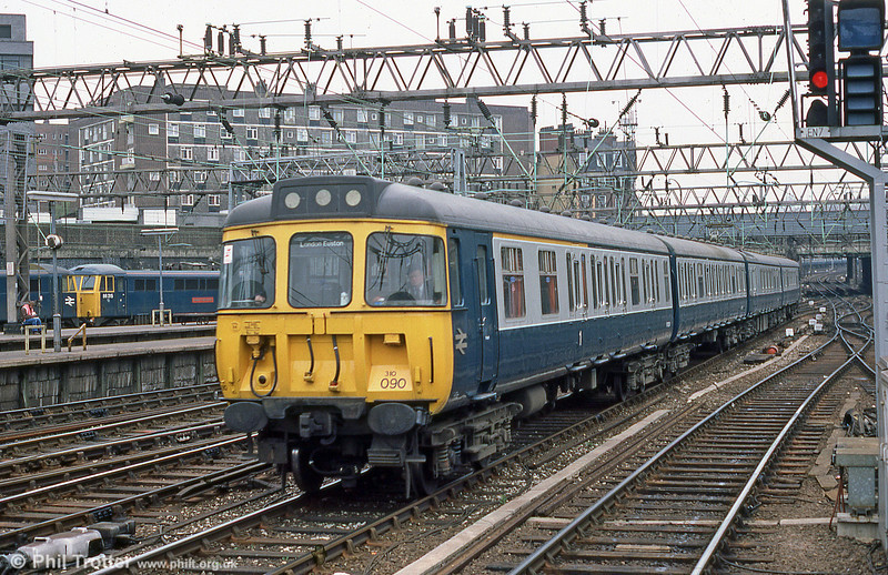 310090 arriving at Euston, again in May 1985.