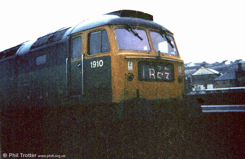 D1910, still in green livery at Swansea in 1973. The loco later became 47233 'Strombidae' and was cut up by MRJ Phillips at Frodingham in December 1995.