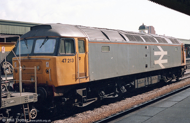 47213 at the rear of an engineers' train at Cardiff Central on 10th June 1987. 47213 was cut up at Crewe in May 2005.