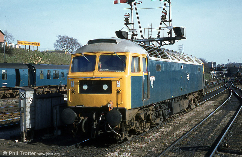 A well cared for 47576 displays Stratford's trademark silver roof at Norwich on 28th March 1981. The loco was cut up by Booth's, Rotherham in 2005.