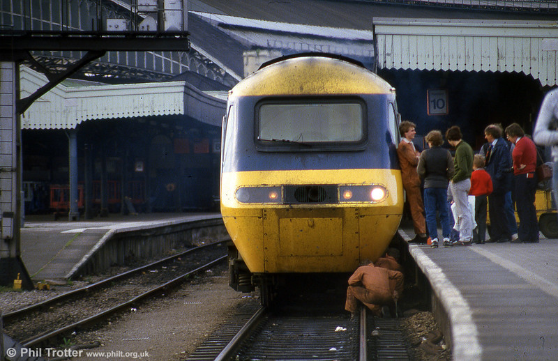 Passengers wait patiently at Bristol Temple Meads while fitters attempt to resolve a problem, in June 1985.