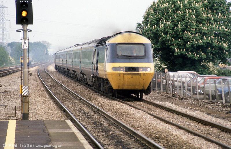 A westbound HST speeds through Didcot in June 1985.