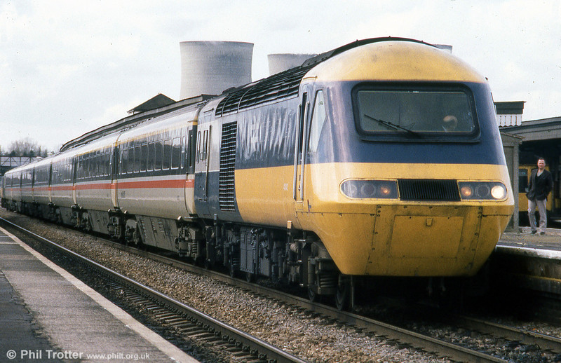 Power car and coaches in contrasting liveries at Didcot in April 1985.