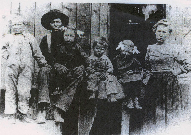 Jake and Hattie Bramwell with 1st kids of 9: Ed, Margaret, Carl, Lois.  Mom and Dad thought on the Spuler(sp) Canyon logging camp. (photo from Bev)