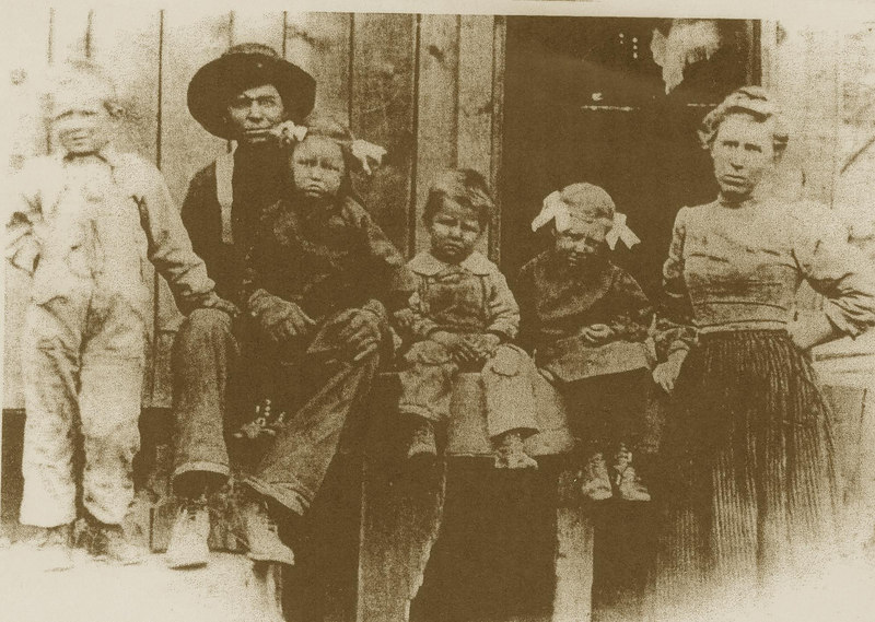 Jake and Hattie Bramwell with 1st kids of 9: Ed, Lois, Carl, Margaret.  Lois is sitting on Jake's lap - per Carla, Lois's daughter. Mom and Dad thought on the Spuler(sp) Canyon logging camp. (photo from Bev)