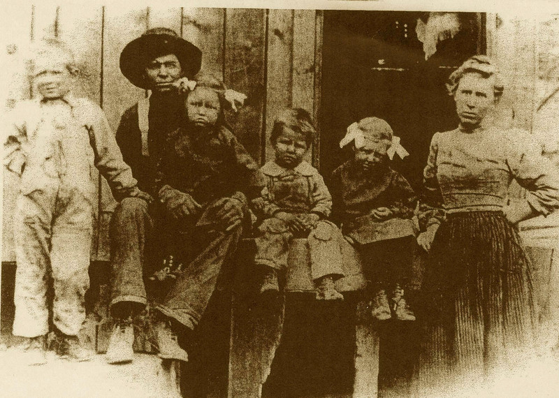 Jake and Hattie Bramwell with 1st kids of 9: Ed, Lois, Carl, Margaret.  Mom and Dad thought on the Spuler(sp) Canyon logging camp. (photo from Bev)
