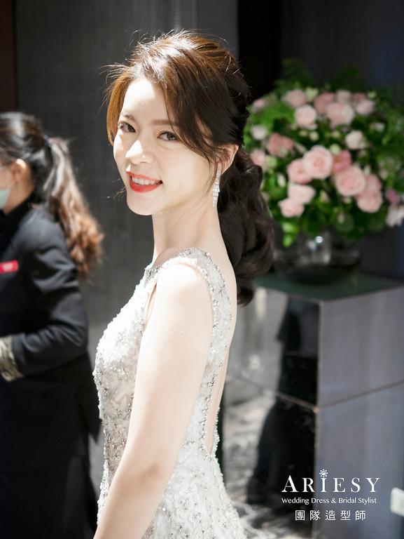 新娘秘書、編髮造型、白紗迎娶造型、自然輕透妝感、鮮花花藝頭飾