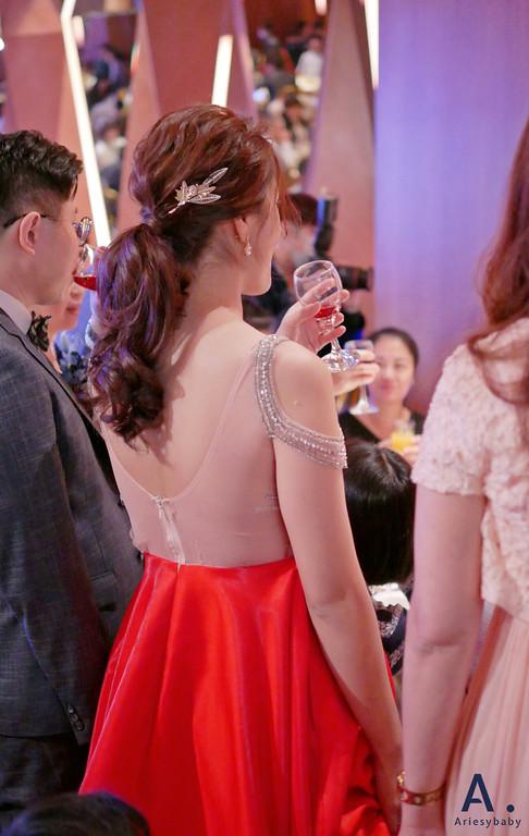 台北新秘,清透妝感,歐美新娘造型,敬酒造型,編髮馬尾