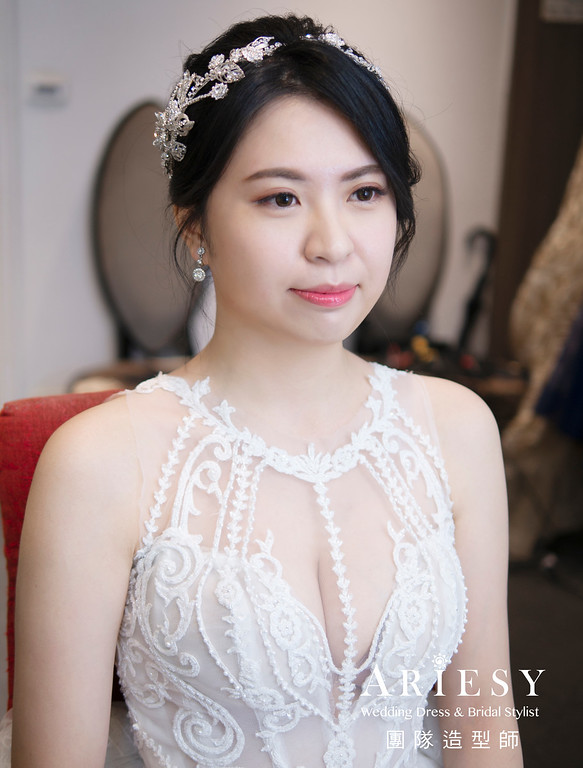 新秘、鮮花花藝新娘造型、蓬鬆低盤髮、黑髮新娘、自然清透妝感