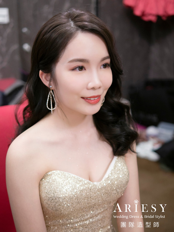新娘秘書、韓系風格新娘、低盤髮造型、花藝新秘、自然輕透妝感