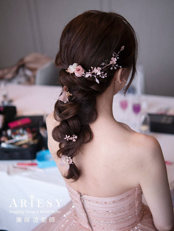 編髮新娘造型、甜美新娘風格、細軟髮新娘髮型、台北新娘秘書、花藝新娘造型