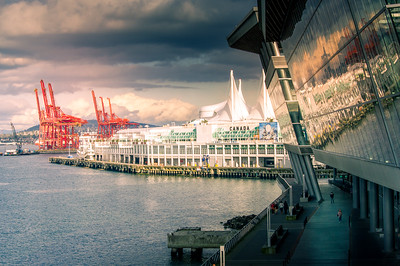 Canada Place-Convention Centre-Cranes
