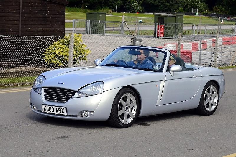 KJ02 ARX JENSEN S V8 2002