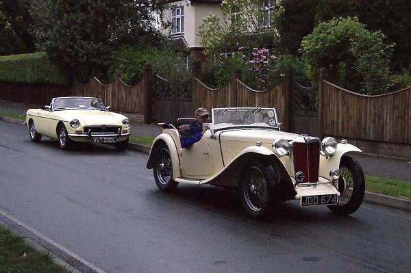 JDD 674 MG 1949 & VVT 280L MGB GT