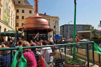 Brno, Mendlovo náměstí on Maundy Thursday