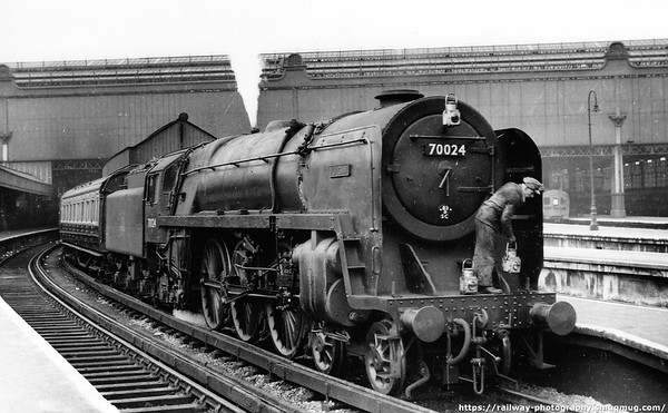 70024 Vulcan Waterloo c1956