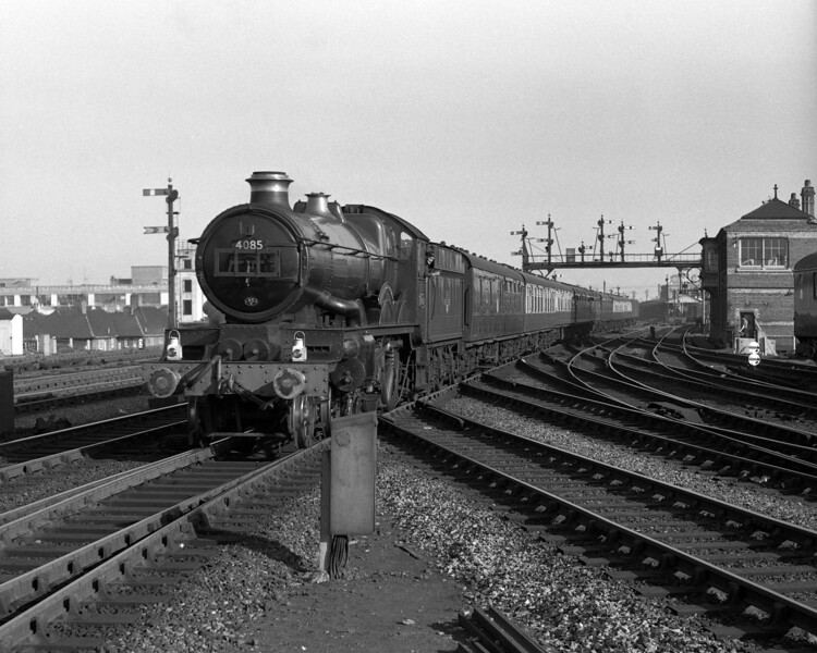 This is another version of the classic shot of a train passing Reading West Main signal box.  Here Castle class 4085 Berkeley Castle heads west from Reading General.  The picture is undated but 4085 carries the shed plate for 85B Gloucester where it was allocated from mid-1958 until early 1960.