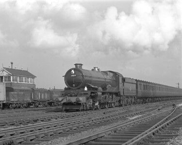 "King Class 6024 King Edward I seen on the ""running-in"" turn leaving Reading for Swindon.  The photograph dates to 1957, possibly shortly after 6024 received its double chimney in March 1957."