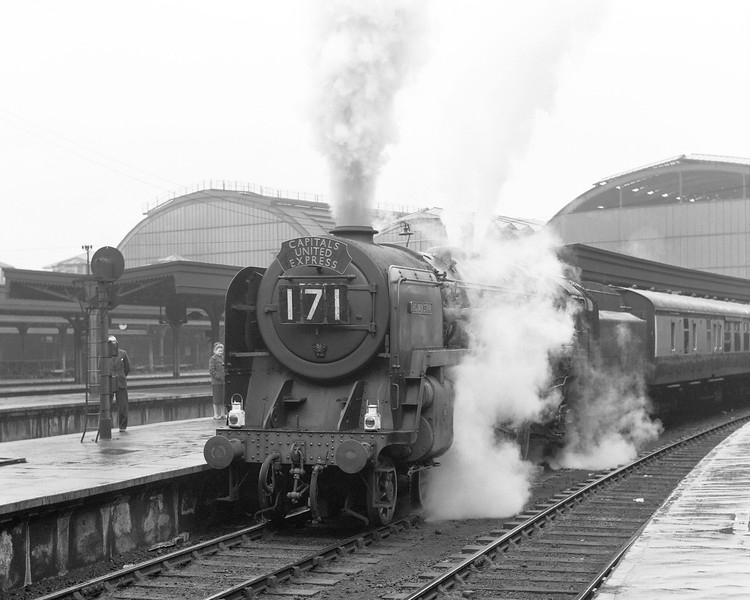 A rainy day at Paddington on 1 May 1956 sees Britannia class pacific  70028 Royal Star leaving at the head of the 3.55pm Capitals United Express.