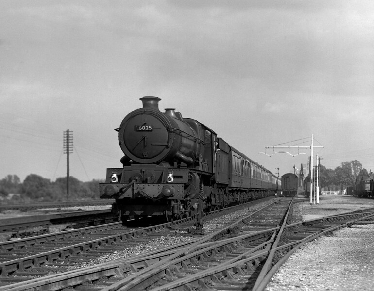 6025 King Henry III approaches Tilehurst station with a down express.  This quarter plate is undated but dates at the latest to the mid-1950s.