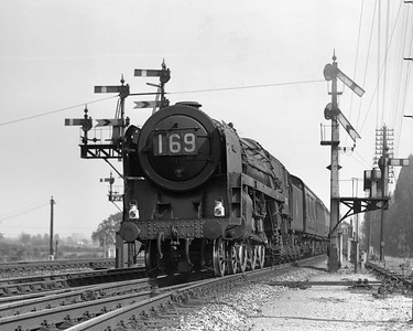 Britannia 70023 Venus passing Scours Lane on the 13.55 Paddington to Pembroke Dock.  Although undated, it is likely that this quarter plate photograph dates from summer 1957.