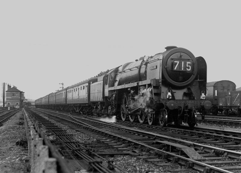 70028 Royal Star heads an up express past Reading East Main signal box.  This shot is undated but is likely soon after the locomotive was constructed end-1952 to mid-1953.