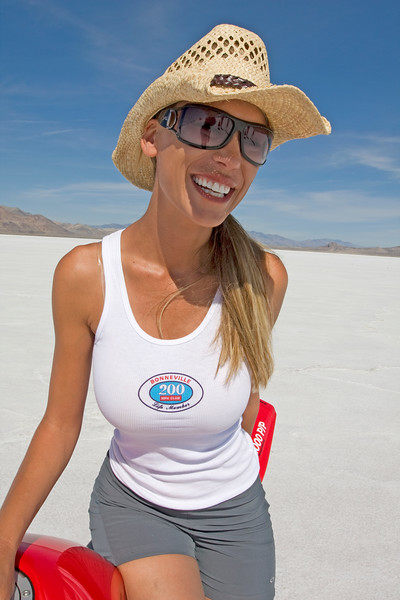 Leslie Porterfield. The first woman over 200 mph on the Bonneville Salt Flats on a conventional motorcycle. I believe her top speed was around 237 mph.