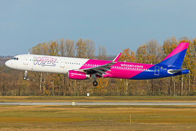 Wizz Air Airbus A321-231 HA-LXV 11-14-18