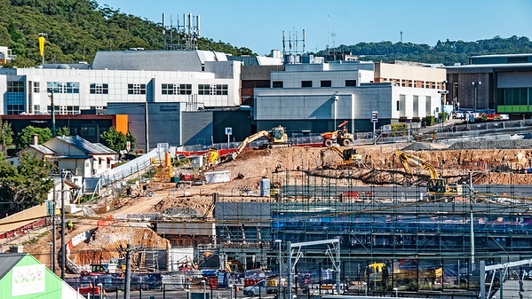Gosford Hospital building progress . May 18, 2018.  (h19ed )