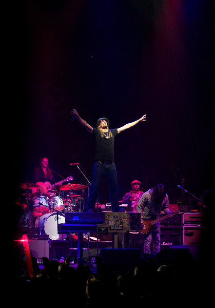 """NOV 5, 2012 – Kid Rocks performs at Governor Mitt Romney's final campaign stop at the Verizon Wireless Arena in Manchester, New Hampshire. The singer's song """"Born Free"""" was adopted as the theme song by the Romney campaign back in December, 2011. (Photo by: Michael Cummo)"""