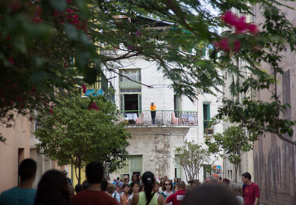 A packed pedestrian avenue in Havana. Photo by Sarah Ganzhorn / BU News Service