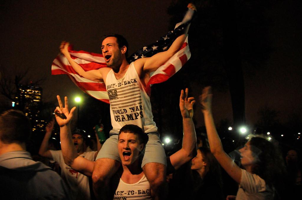Boston residents flock to Boston Common to celebrate capture of Suspect #2