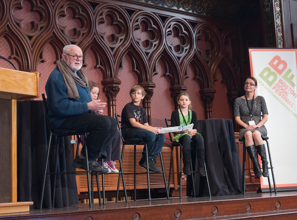 Tomie dePaola and kid panelists-wide