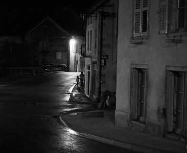 Mother and child in Vitteaux after midnight