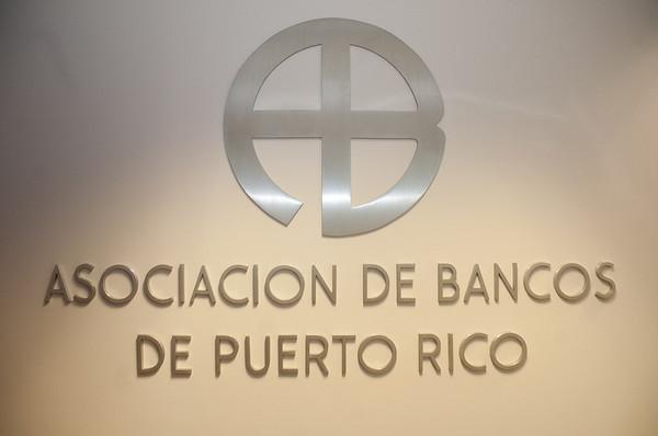 asociacion de  bancos de  PR entrega proclama