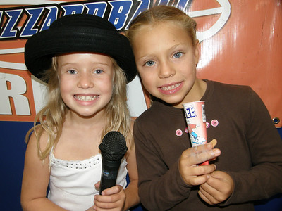 TALENT SHOW TRI-CHAMP: KATELYN & TYLEE (STORM) -- PERFORMING MILEY CYRUS' 'FLY ON THE WALL'