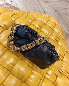 BV the chain pouch black