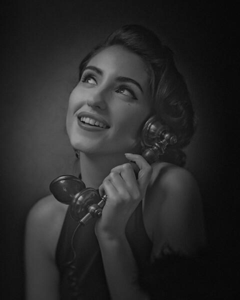 Shocking News. Retro styled female portrait. To talk with gossip