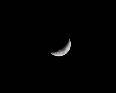 After a few bad shots followed by a bit of studying I finally got a good shot of the moon.