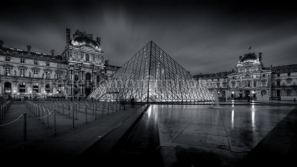 End of day in the the louvre at Paris in B/W