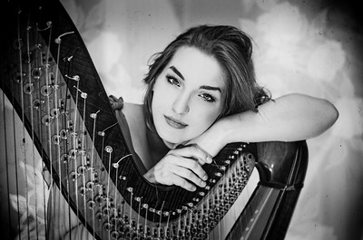 Alicja the harp artist