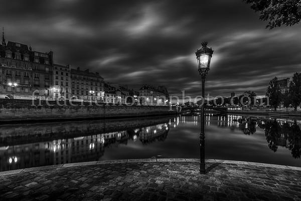 Louis Aragon square in Paris